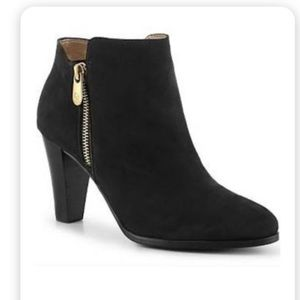 Adrienne Vittadini black booties